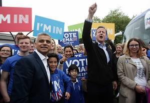 Sadiq Khan e David Cameron ficam lado a lado em campanha pela permanência do Reino Unido na UE Foto: Yui Mok / AP