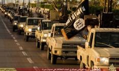 Imagem de propaganda veiculada pelo braço líbio do Estado Islâmico em fevereiro. Forças leais ao governo tentam frear avanço de grupo jihadista no país Foto: - / AFP