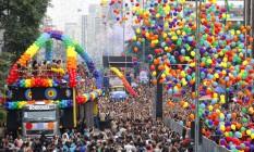 Parada do Orgulho LGBT de São Paulo chegou à 20ª edição neste domingo Foto: Edilson Dantas / Agncia O Globo