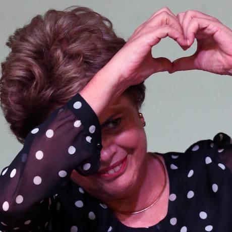 Dilma fala em 'obscura transparência', durante ato na UNB Foto: Jorge William / Agência O Globo