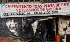 Novo rumo. Acampamento de veteranos das Malvinas em Buenos Aires, pelo reconhecimento de seus direitos: governo Macri muda estratégia Foto: La Nación/Arquivo / DANIEL JAYO/la nación