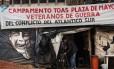 Novo rumo. Acampamento de veteranos das Malvinas em Buenos Aires, pelo reconhecimento de seus direitos: governo Macri muda estratégia