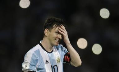 Messi sorri em jogo das eliminatórias da Copa do Mundo de 2018, contra a Bolívia: atacante vai depor na Espanha na véspera do início da Copa América Foto: Natacha Pisarenko / AP