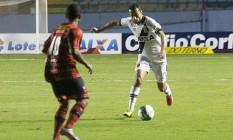 Nenê domina a bola na partida do Vasco diante do Oeste, em Barueri Foto: Divulgação