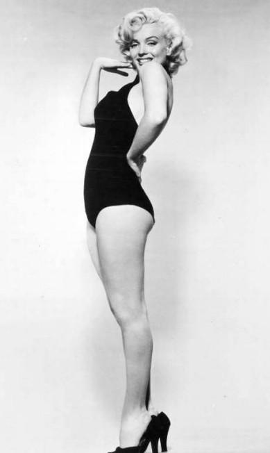 """Se o mundo tivesse que escolher apenas uma """"sex symbol"""" para ficar guardada para sempre na História, com certeza seria Marilyn Monroe. Neste dia 1º de junho de 2016, a atriz americana, nascida Norma Jeane Mortenson, completaria 90 anos e, mesmo 53 anos após sua morte, continua no posto de uma das estrelas mais famosas que Hollywood já viu THE GRANGER COLLECTION"""