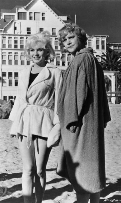 """Foi em """"Quanto mais quente melhor"""", de 1959, que Marilyn finalmente foi premiada com o Globo de Ouro de melhor atriz. Na imagem, ela e o ator Jack Lemmon Metro-Goldwyn-Mayer Studios"""