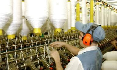 Fábrica têxtil em Americana (SP) Foto: JEAN PIERRE PINGOUD / BLOOMBERG NEWS