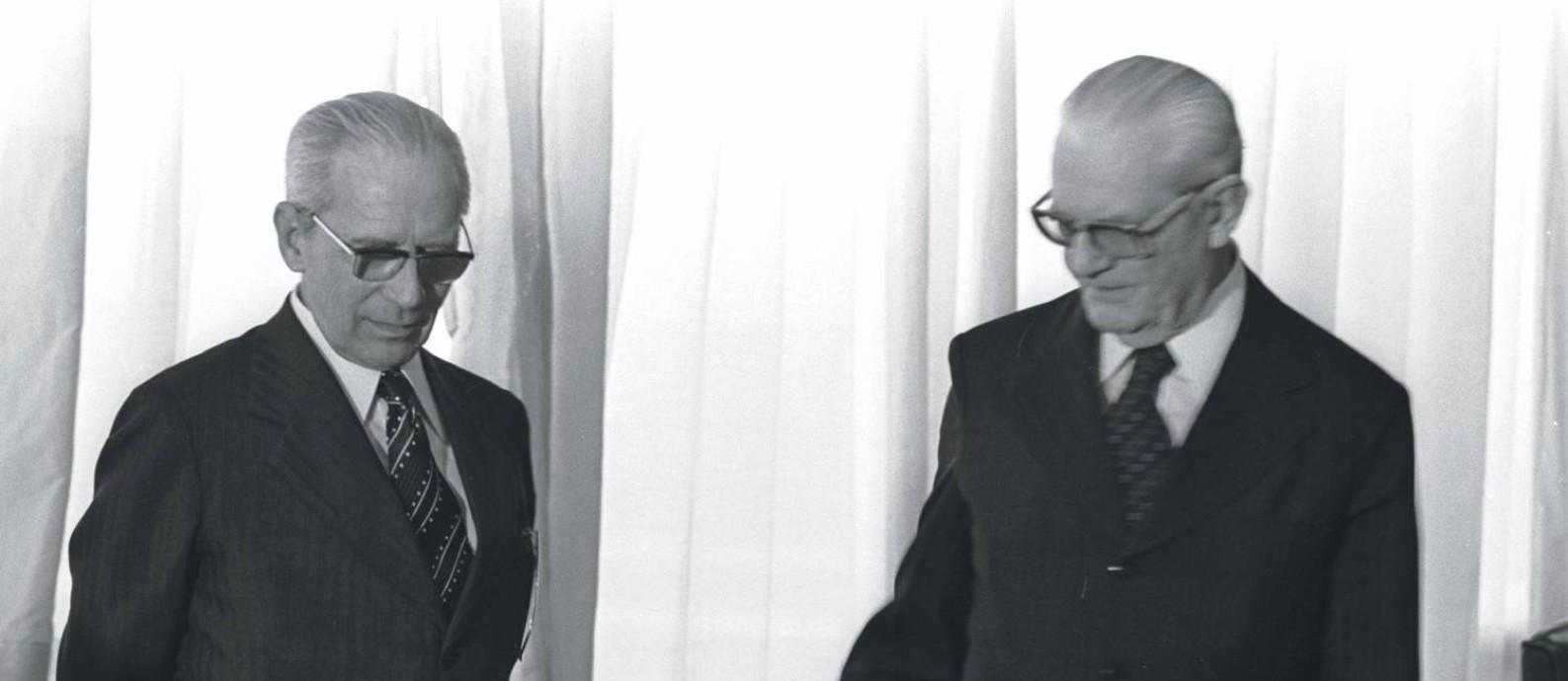 """Outros tempos. Egressos do primeiro governo da ditadura militar, os generais Golbery do Couto e Silva e Ernesto Geisel foram batizados de """"Feiticeiro"""" e """"Sacerdote"""" por Elio Gaspari Foto: Arquivo"""