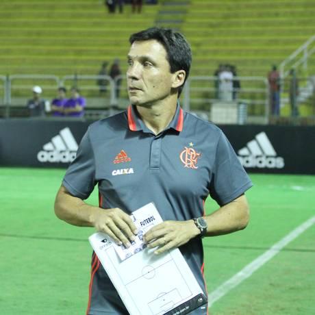 Zé Ricardo na partida entre Flamengo e Vitória, em Volta Redonda: treinador interino venceu a segunda em dois jogos Foto: Gilvan de Souza / Flamengo