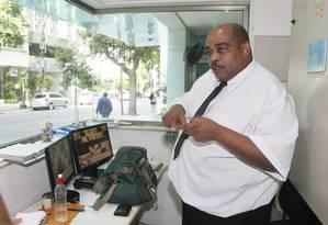 """O porteiro Jaílson Trindade de Andrade afirma que foi chamado de """"saco de banha"""" pela juíza federal. Foto: Marcelo Carnaval / Agência O Globo"""