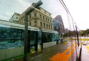 O primeiro trecho da linha de VLT começa a funcionar neste domingo Foto: Custódio Coimbra / Agência O Globo