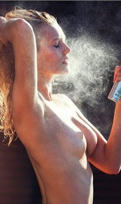 A top alemã Toni Garrn, ex de Leonardo DiCaprio e apontada como um ícone da moda, apareceu bem à vontade no Instagram do fotógrafo David Bellemere, que costuma clicar beldades em situações bem provocantes Reprodução/ Instagram
