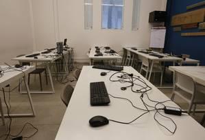 A sala, do mezanino da instituição, teve todos os computadores roubados Foto: Agência O Globo / Pablo Jacob