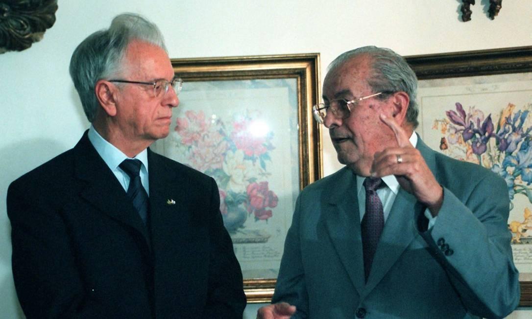 O ex-senador Jarbas Passarinho em conversa com o então governador de Minas, Itamar Franco Foto: Givaldo Barbosa