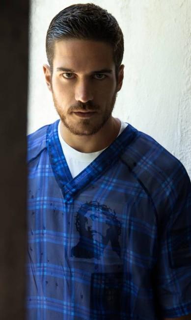 "Marco Pigossi veste Givenchy nas páginas da ""Made in Brazil"" Doug Inglish"