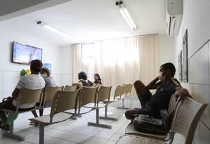 Pacientes aguardam por consultas no Hospital Geral em Fortaleza para transplantes de fígado Foto: Michel Filho / Agência O Globo