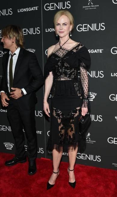 """A americana, de 48 anos, usou o modelito na première de """"Genius"""", em Nova York, na noite do último domingo Evan Agostini / Evan Agostini/Invision/AP"""