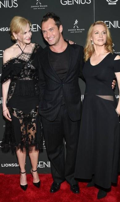 Nicole Kidman e os colegas de elenco, Jude Law e Laura Linney Evan Agostini / Evan Agostini/Invision/AP