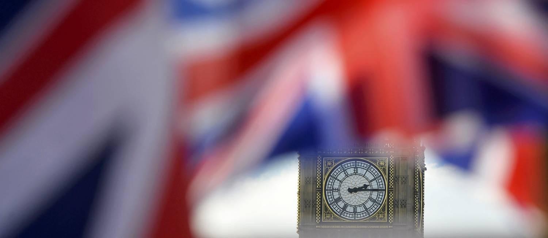 Bandeira britânica balança em frente ao Big Ben em Londres Foto: HANNAH MCKAY / REUTERS