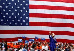 Hillary fala com apoiadores em Los Angeles Foto: LUCY NICHOLSON / REUTERS