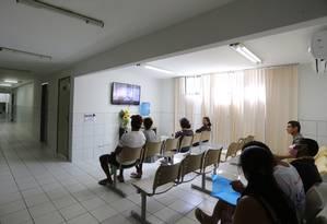 Pacientes aguardam por consultas no Hospital Geral em Fortaleza para transplantes de fígado Foto: Michel Filho / Agência O Globo / 26-5-2016