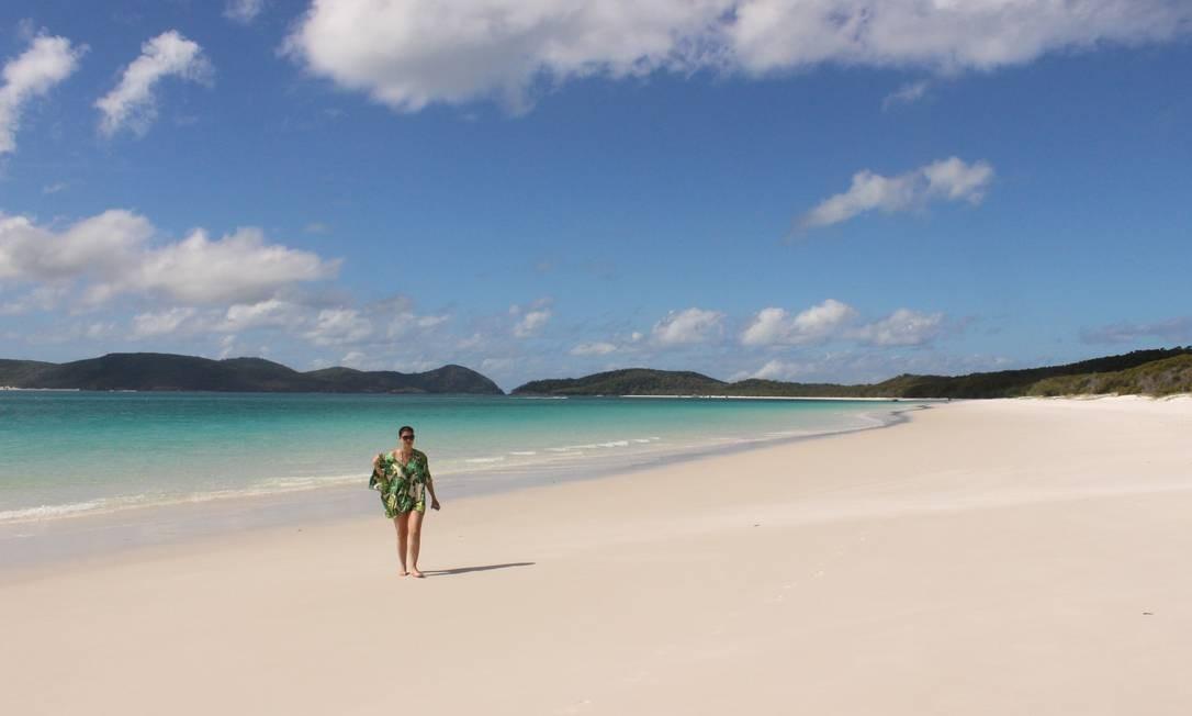 Areia branquíssima e água claríssima em Whitehaven Beach Foto: Léa Cristina