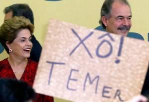 A presidente afastada Dilma Rousseff ao lado de Aloizio Mercadante, então Ministro da Educação. Foto: Ailton de Freitas / Agência O Globo 09/05/2016