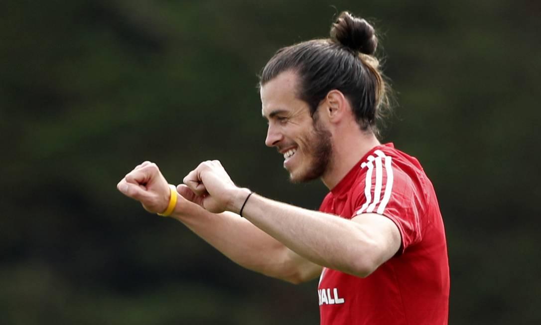 O atacante Gareth Bale, de 29 anos, já foi o jogador mais valioso do mundo. Bale espera vibrar bastante por País de Gales, que jogará sua primeira Eurocopa CARL RECINE / REUTERS