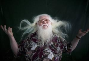 O músico nordestino Hermeto Pascoal, albino que completa 80 anos em 22 de junho Foto: Mônica Imbuzeiro / Agência O Globo