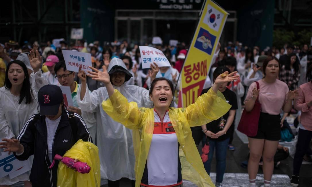 Evangélicos também foram ao local para protestar contra o evento ED JONES / AFP