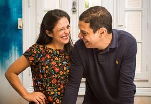 O casal Leandro e Andrea divide o mesmo local de trabalho Foto: Barbara Lopes / Agência O Globo