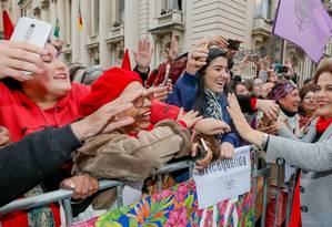 Dilma ri para manifestantes durante ato público em Porto Alegre, há uma semana Foto: Divulgação/03-06-2016
