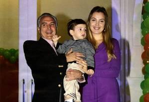 O presidente interino, Michel Temer, a esposa Marcela e o filho Michelzinho em 2011 Foto: Reprodução / Revista Isto É Gente