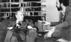 Imprensa. Em Buenos Aires, o escritor argentino Jorge Luis Borges é entrevistado pelo jornalista brasileiro José Meirelles Passos Foto: Valeria Rehder 04/09/1980 / Agência O Globo