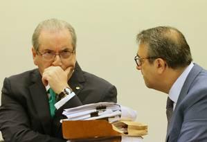O presidente da Câmara afastado, Eduardo Cunha (PMDB-RJ), e o advogado Maurício Nobre Foto: Andre Coelho / Agência O Globo / 19-5-2016