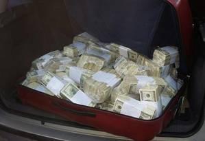 Dinheiro apreendido com López Foto: Polícia de Buenos Aires