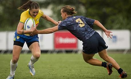 Partida entre a seleção brasileira feminina e a Argentina no evento-teste de rúgbi Foto: Guito Moreto / Agência O Globo