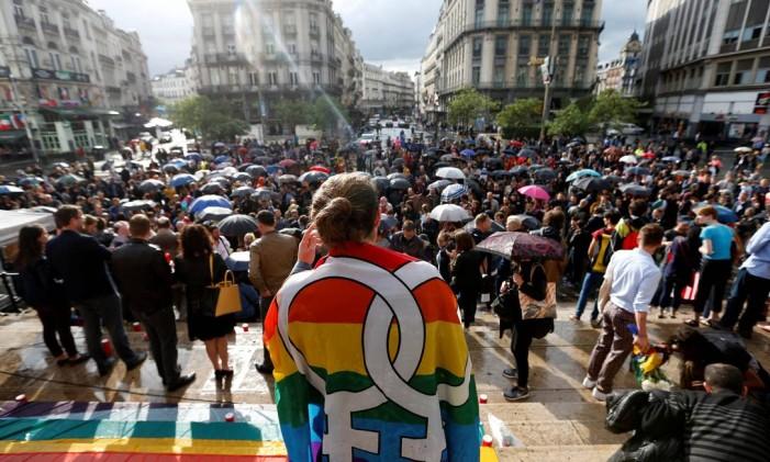 Vigília em Bruxelas, na Bélgica, para homanagear as vítimas do ataque em Orlando Foto: FRANCOIS LENOIR / REUTERS