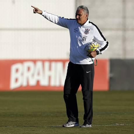 O técnico Tite no treino do Corinthians na terça-feira Foto: Edilson Dantas