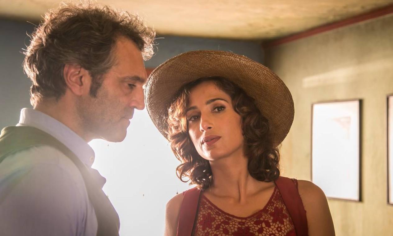 Tereza (Camila Pitanga) e Santo (Domingos Montagner): casal viveu relação intensa no passado e se reencontra depois de 30 anos Foto: Paulo Belote / Divulgação/TV Globo