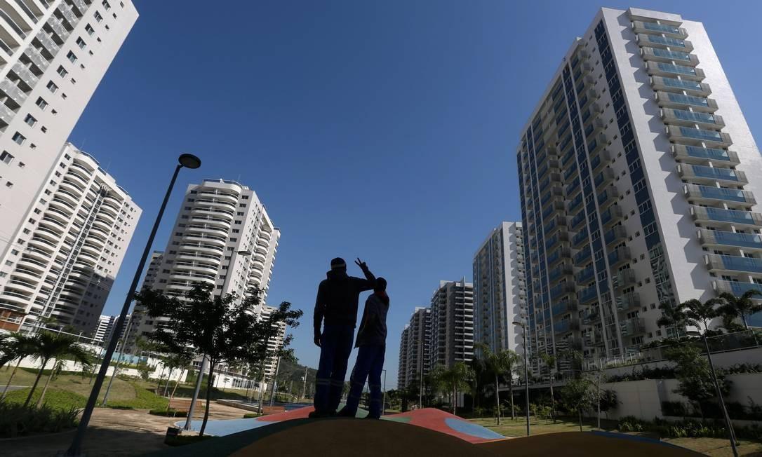 A Vila dos Atletas, onde os 15 mil competidores olímpicos e paralímpicos ficarão instalados durante os Jogos foi inaugurada na manhã desta quarta-feira Foto: Custódio Coimbra / Agência O Globo