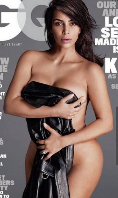 Kim Kardashian na capa da 'GQ' americana, edição de comemoração pelos 10 anos da revista com a temática 'amor, sexo e loucura'. Na edição, a socialite exibe várias joias Reprodução/Instagram