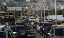O trânsito engarrafado no Elevado Viaduto 31 de Março, próximo à saída para a Avenida Presidente Vargas Foto: Gabriel de Paiva / Agência O Globo