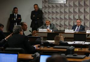A sessão da comissão do impeachment Foto: Ailton de Freitas / Agência O Globo / 15-6-2016