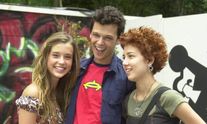 Letícia (Juliana Didone), Gustavo (Guilherme Berenger) e Natasha (Marjorie Estiano) na 'Malhação' de 2004 Foto: Gianne Carvalho / Divulgação