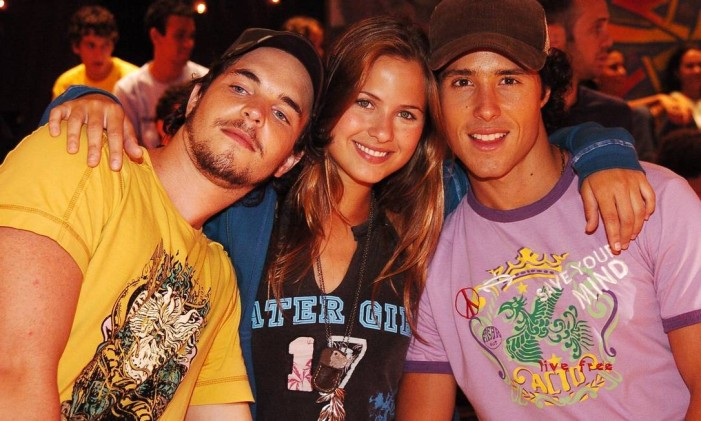 Eduardo (Gabriel Wainer), Manuela (Luiza Valdetaro) e Cauã (Bernardo Melo Barreto), de 'Malhação' Foto: Divulgação