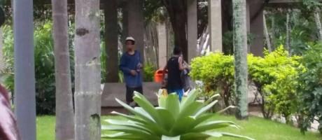 Menores foram flagrados cheirando cola Foto: Foto de leitor