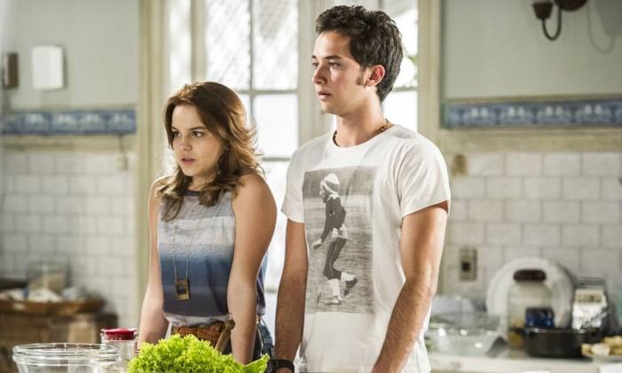 Anita (Bianca Salgueiro) com Ben (Gabriel Falcão) Foto: TV Globo / Divulgação