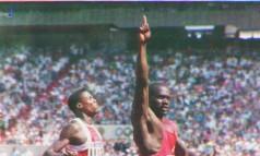 Canadense Ben Johnson vence Carl Lewis nos 100m, mas depois é flagrado no antidoping Foto: Arquivo
