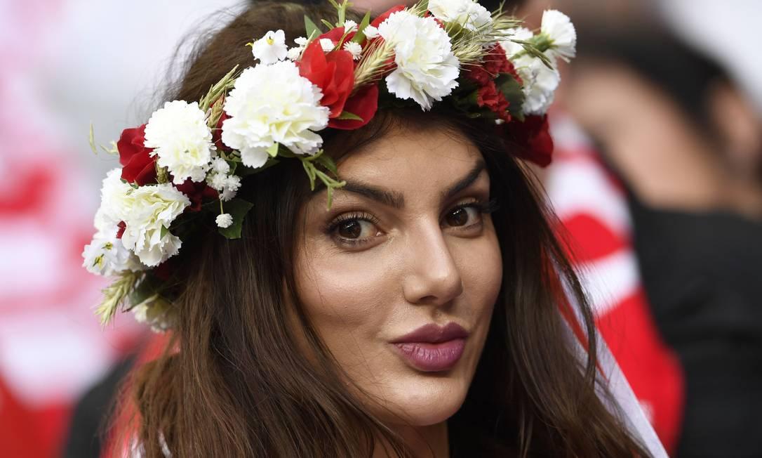 A bela torcedora da Polônia no empate em 0 a 0 com a Alemanha MIGUEL MEDINA / AFP